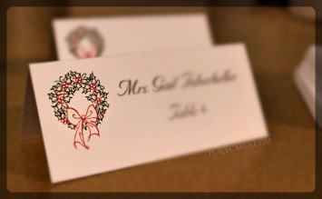Decorative holiday wreath place cards.